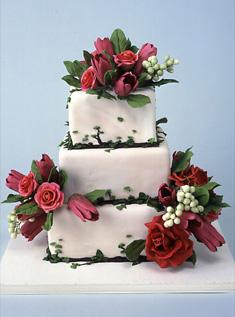 مدل کیک با تزئین گل های طبیعی