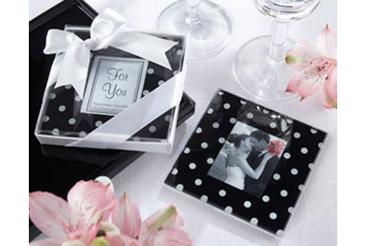 Add a playful touch to your reception tables with these polkadot photo